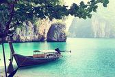 Lange boot op eiland in thailand — Stockfoto