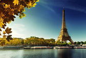 Seine in Paris with Eiffel tower in autumn season — Stok fotoğraf