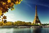 Seine in Paris with Eiffel tower in autumn season — Foto Stock