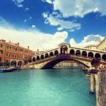 Rialto bridge in Venice, Italy — Stock Photo #51402787