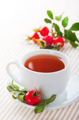 Fresh rose hip and drink — Stock Photo