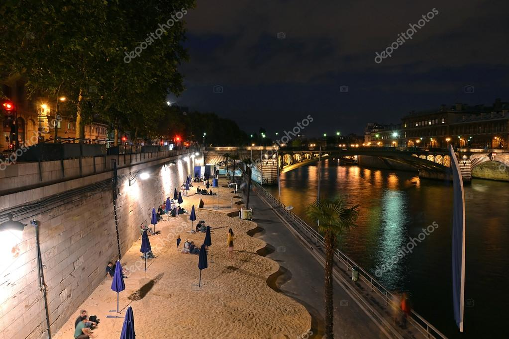 Beach along Seine river at paris, France — Stock Photo #12387114