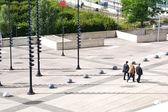 Ludzi biznesu idzie na ulicy — Zdjęcie stockowe