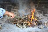 暖炉を火します。 — ストック写真