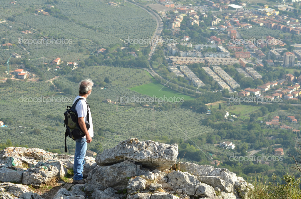 Man hiker looking over town of Terni, Italy. — Stock Photo #13196492