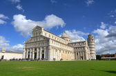 Leaning tower and cathedral of Pisa — Stock fotografie