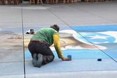 Street artist paints on the pavement — Stock Photo