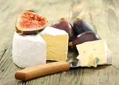 Cheese and fresh figs. — Stock Photo