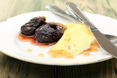Soft cheese with figs and honey sauce. — Stock Photo