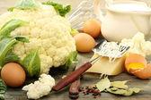 Cavolfiore per cottura con uova e formaggio. — Foto Stock