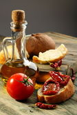 Sun dried tomatoes, white bread and olive oil. — 图库照片