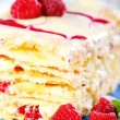 Cream cake with white chocolate and raspberries. — Stock Photo