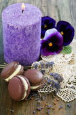 Macarons, sprigs of lavender and viols. — Stock Photo