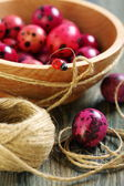 Wooden bowl with Easter eggs. — Stock Photo