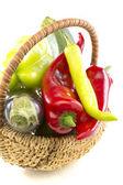 Cestino con verdure. — Foto Stock