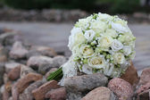 Bouquet white roses before weddin — Stock Photo