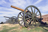 Old cannons on fortress over blue sky — Stock Photo