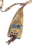Collar de madera con colgante de la mujer africana — Foto de Stock