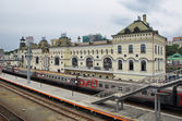 The train at the platform station, Vladivostok — Stock Photo