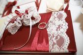 飾られたテーブルの上の結婚式の本 — ストック写真