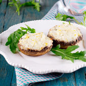 Mushrooms with cottage cheese — Stock Photo