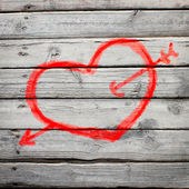 Red heart painted on a wooden surface — Stockfoto