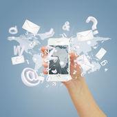 Ruka držící smartphone — Stock fotografie