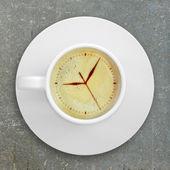 рисунок циферблата в кофе пены — Стоковое фото