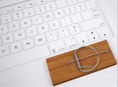 Mousetrap on the keyboard — Stock Photo