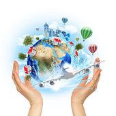 手拿地球与建筑物和树木 — 图库照片