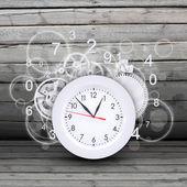 Quadrante di orologio con figure e ingranaggi bianchi — Foto Stock