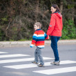 Mother and Son crossing the Street — Stockfoto