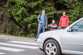 Familiy waiting by the Crosswalk — Stockfoto