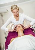 массаж головы — Стоковое фото