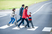 Family walk at the Crosswalk — Stock fotografie