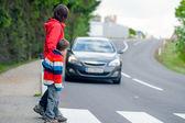 Carro parado para pedestres — Foto Stock