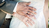 Wedding Couple Hands — Stock Photo