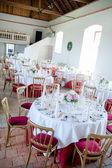 宴会厅装饰为婚礼 — 图库照片