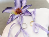 Wedding Rings with Flower — Stock Photo
