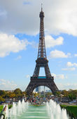 Eiffel tour and fountains of Trocadero — Stock Photo