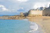 古老的小镇圣马洛、 布列塔尼、 法国 — 图库照片