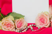Pink roses with blank card — Stock Photo