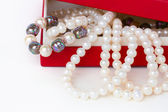 Pearl jewelery in box — Stockfoto