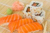 Japaneese sushi and rolls dish — Stockfoto