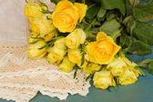 Haufen gelbe Rosen — Stockfoto