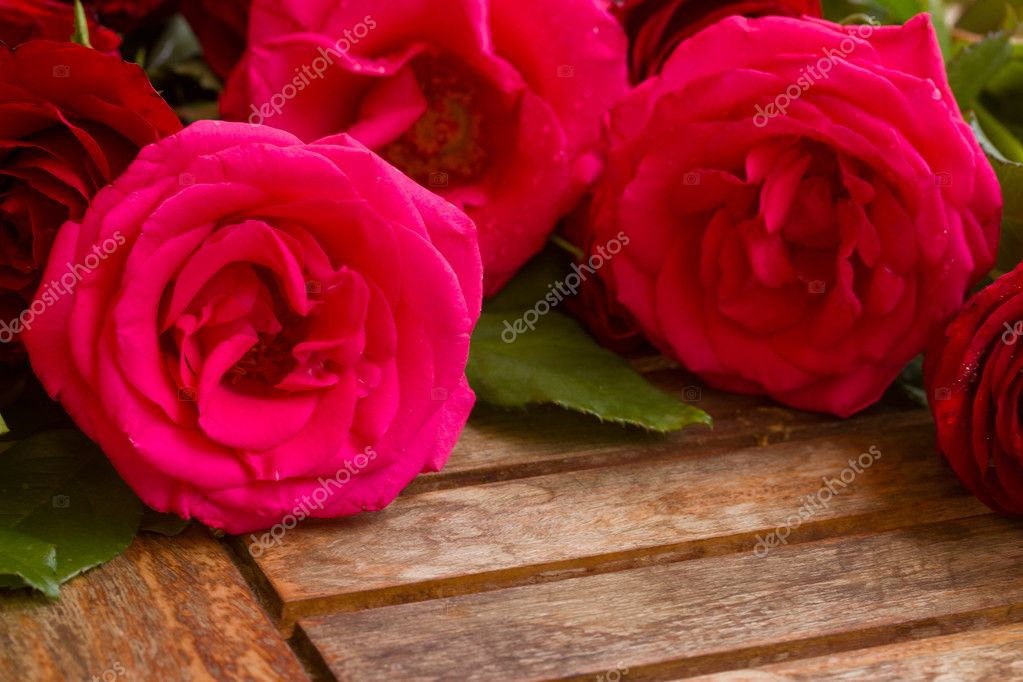 Bouquet ofpink garden  roses on wooden table  Stock Photo #19222287