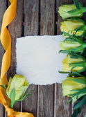 Blank note with yellow roses — Stock Photo