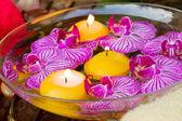 Спа с зажженными свечами — Стоковое фото