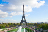 Eiffel tour and fountains of Trocadero — Stockfoto