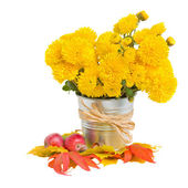 Bouquet of yellow mums in pot — Stock Photo